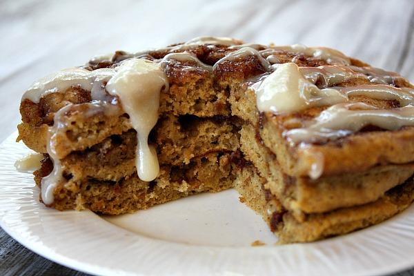 Pumpkin Cinnamon Roll Pancakes – DessertedPlanet.com