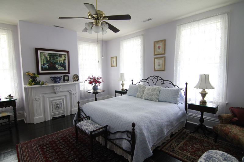 White Cliff Manor Bedroom